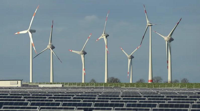Solar field and Wind Turbines