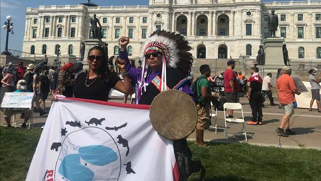 Indigenous couple in front of Minnesota Capitol.
